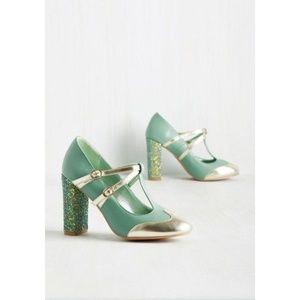 Modcloth Mint Sparkle Shoes size 9